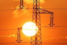 La France sera en mesure d'exporter de l'électricité cet été, y compris en cas de canicule, avec une consommation intérieure qui devrait se révéler stable. /Photo prise le 15 février 2017/REUTERS/Pascal Rossignol