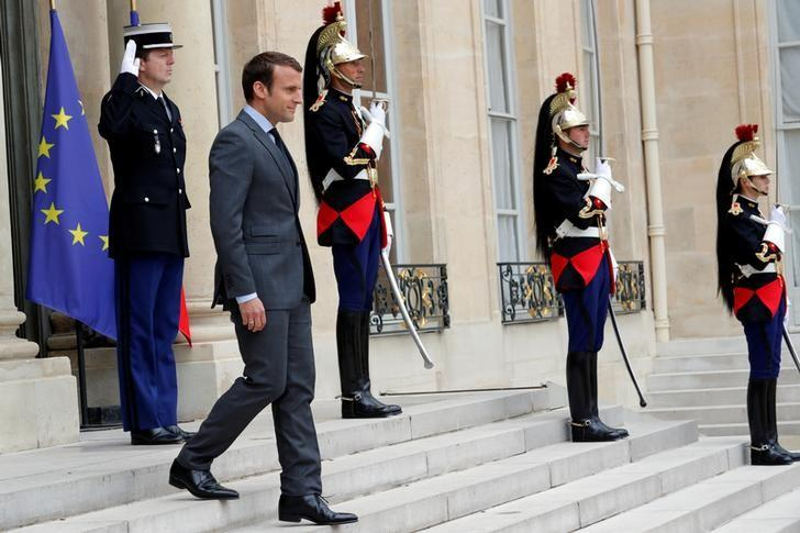 French President Emmanuel Macron waits for guests at the Elysee Palace in Paris, France, June 6, 2017.  REUTERS/Philippe Wojazer