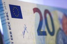 Banche Italia, analista S&P: in 2018 calo Npl a 15% prestiti     REUTERS/Ralph Orlowski (GERMANY  - Tags: BUSINESS)