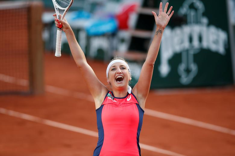 Tennis - French Open - Roland Garros, Paris, France - June 6, 2017   Switzerland's Timea Bacsinszky celebrates winning her quarter final match against France's Kristina Mladenovic   Reuters / Christian Hartmann