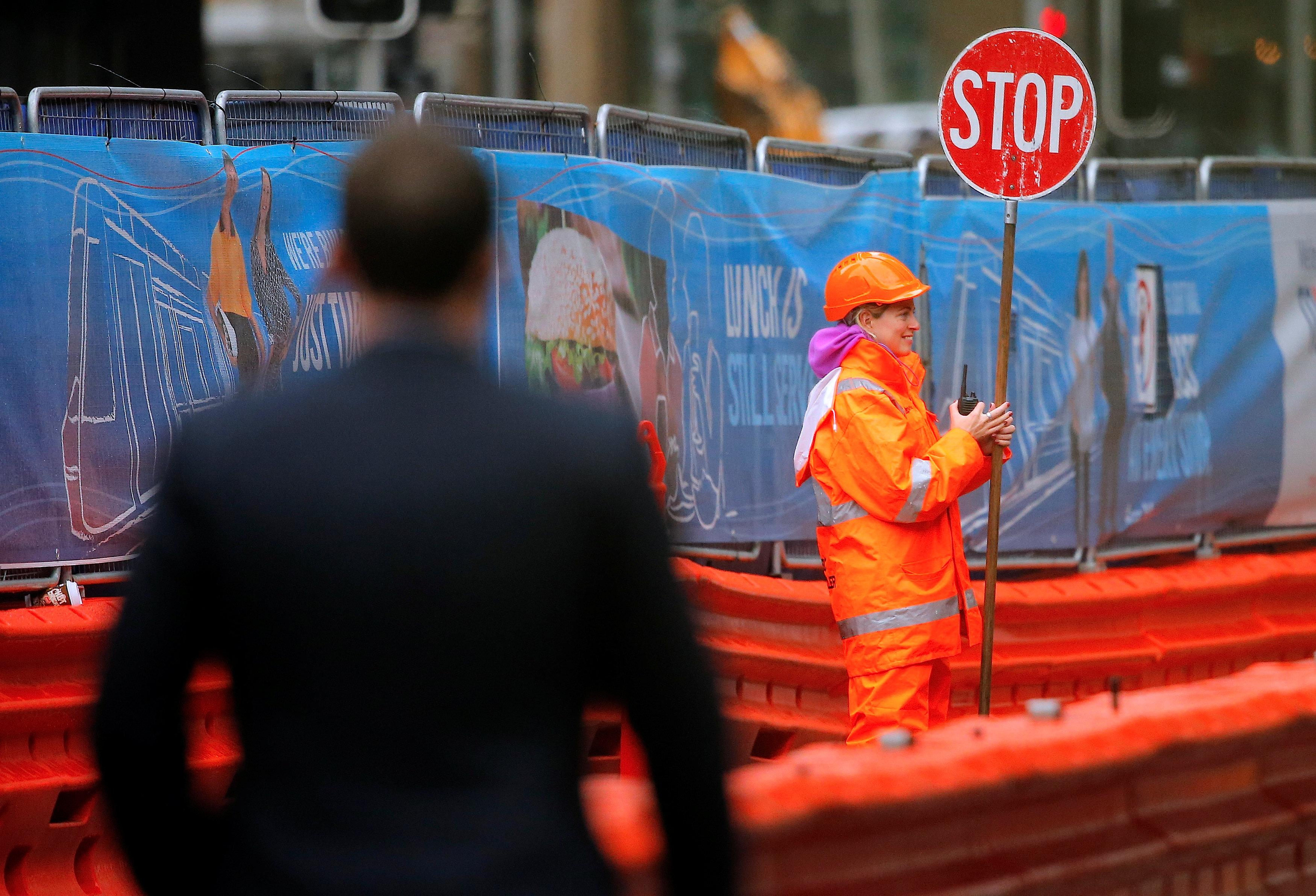 Australia economy ties record for longest expansion, looking