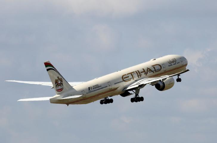 FILE PHOTO - An Etihad Airways Boeing 777-3FX company aircraft takes off at the Charles de Gaulle airport in Roissy, France, August 9, 2016. REUTERS/Jacky Naegelen/File Photo