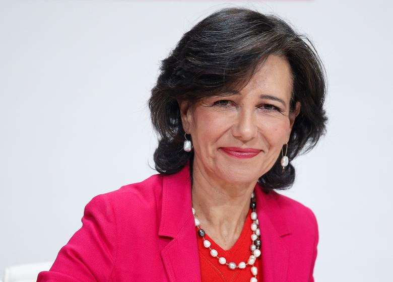 Santander Chairwoman Ana Botin smiles at the start of a news conference after Santander announced on Wednesday that it would buy struggling rival Banco Popular for a nominal one euro after European authorities determined the lender was on the verge of insolvency, in Madrid, Spain, June 7, 2017.  REUTERS/Juan Medina