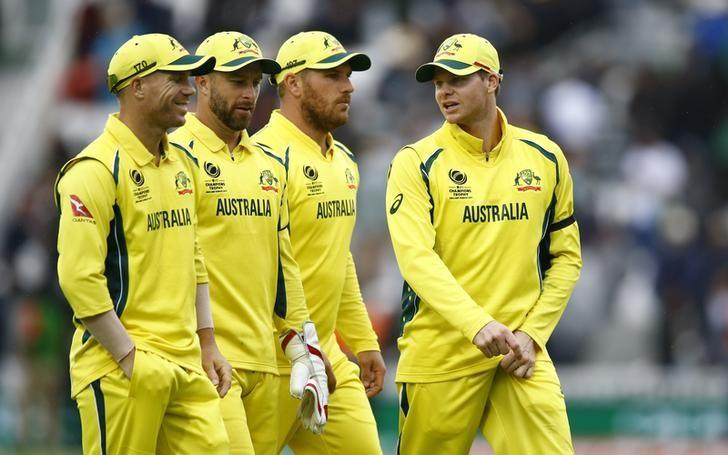Britain Cricket - Australia v Bangladesh - 2017 ICC Champions Trophy Group A - The Oval - June 5, 2017 Australia's David Warner (L) and Steven Smith (R) at the end of the innings Action Images via Reuters / Peter Cziborra Livepic