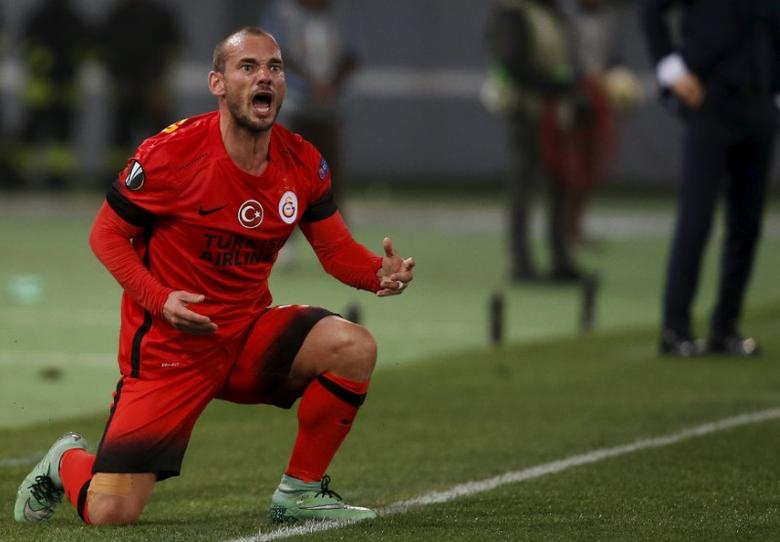Football Soccer - Lazio v Galatasaray - UEFA Europa League Round of 32 - Olympic Stadium, Rome, Italy - 25/02/16 Galatasaray's Wesley Sneijder reacts.  REUTERS/Alessandro Bianchi  Picture Supplied by Action Images