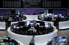 Les principales Bourses européennes ont fini mercredi en baisse dans un climat d'aversion au risque à la veille d'un jeudi riche en actualité politique et économique. A Paris, l'indice CAC 40 a perdu 0,07% et, à Francfort, le Dax a cédé 0,14%.  A Londres, le FTSE a effacé ses gains de la matinée pour reculer de 0,62%. /Photo prise le 7 juin 2017/REUTERS