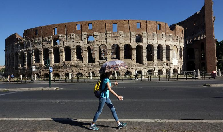A woman walks past the ancient Colosseum, downtown Rome, Italy, May 28, 2017. REUTERS/Stefano Rellandini