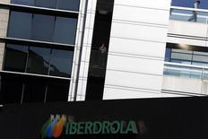 Logo da Iberdrola em prédio da empresa em Madri. 06/10/2014 REUTERS/Susana Vera