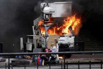 Violence engulfs Venezuela's capital