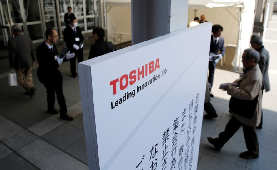 Bain replacing KKR in Japan govt-backed bid for Toshiba chip unit - sources