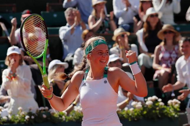 6月8日、テニスの四大大会第2戦、全仏オープンは女子シングルスの準決勝を行い、20歳のエレナ・オスタペンコがラトビア人選手として初の四大大会での決勝進出を果たした(2017年ロイター/Gonzalo Fuentes)