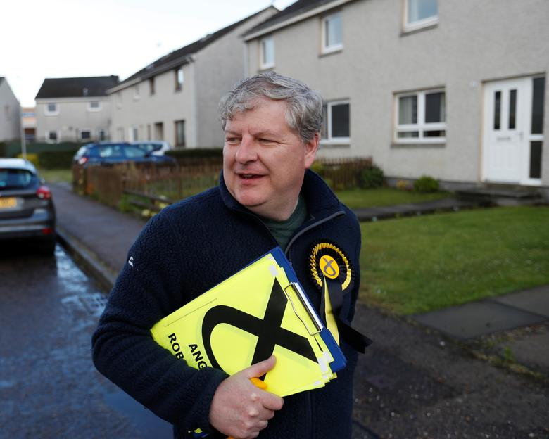 The SNP's deputy leader Angus Robertson campaigns in Elgin, Moray, Scotland, Britain May 18, 2017.  REUTERS/Russell Cheyne