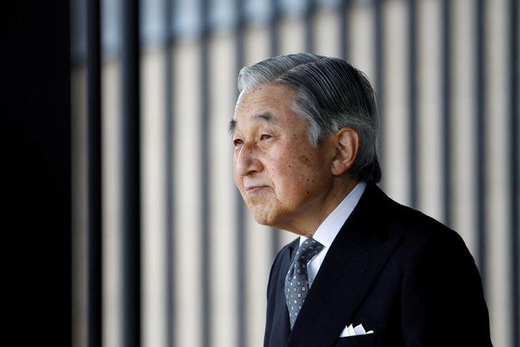 FILE PHOTO: Japan's Emperor Akihito waits for the arrival of German President Christian Wulff at the Imperial Palace in Tokyo October 24, 2011.   REUTERS/Issei Kato/File Photo