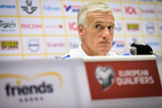 6月8日、サッカーのワールドカップ(W杯)欧州予選A組で、スウェーデン代表と対戦するフランス代表のディディエ・デシャン監督(48)は、試合前日記者会見で「我々は謙虚であるべき」と述べた。提供写真(2017年ロイター)