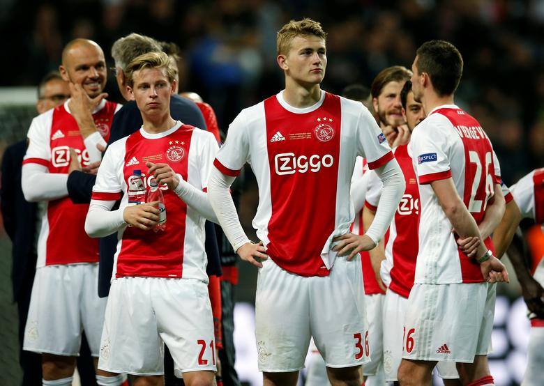 FILE PHOTO: Football Soccer - Ajax Amsterdam v Manchester United - UEFA Europa League Final - Friends Arena, Solna, Stockholm, Sweden - 24/5/17. Ajax's Frenkie De Jong and Matthijs de Ligt look dejected after the match.  Reuters / Andrew Couldridge / File Photo / Livepic