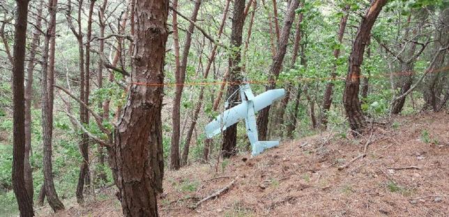 6月9日、韓国軍は、北朝鮮との南北軍事境界線に近い山間部で同日発見した小型の飛行体について、北朝鮮のドローンとみられると発表した。写真はNews1の提供写真(2017年 ロイター)