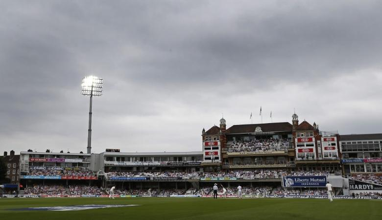Cricket - England v Australia - Investec Ashes Test Series Fifth Test - Kia Oval - 23/8/15General view of the match being played under lightsAction Images via Reuters / Paul ChildsLivepic