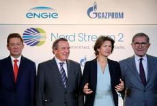 Участники переговоров о финансировании проекта Северный поток-2. Еврокомиссия в пятницу направила запрос к 28 государствам Евросоюза о разрешении на переговоры с Россией, чтобы обеспечить соблюдение европейского законодательства в ходе строительства газопровода Северный поток-2 - проекта, вызывающего разногласия в ЕС.  REUTERS/Christian Hartmann