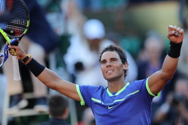 6月9日、テニスの四大大会第2戦、全仏オープン男子シングルス準決勝、第3シードのスタン・バブリンカと第4シードのラファエル・ナダル(写真)が決勝に進んだ(2017年 ロイター/Pascal Rossignol)