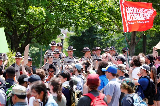 Anti-sharia protesters scuffle with counter demonstrators and members of the Minnesota State Patrol at the state capitol in St. Paul, Minnesota, U.S. June 10, 2017.  REUTERS/Adam Bettcher