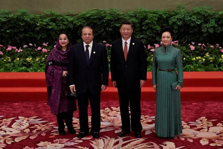 Pakistan's Prime Minister Nawaz Sharif (2-L) and his wife Kalsoom Nawaz Sharif (L) pose with Chinese President Xi Jinping and his wife Peng Liyuan during a welcome ceremony for leaders attending the Belt and Road Forum, at the Great Hall of the People in Beijing, China May 14, 2017. REUTERS/Wang Zhao/Pool
