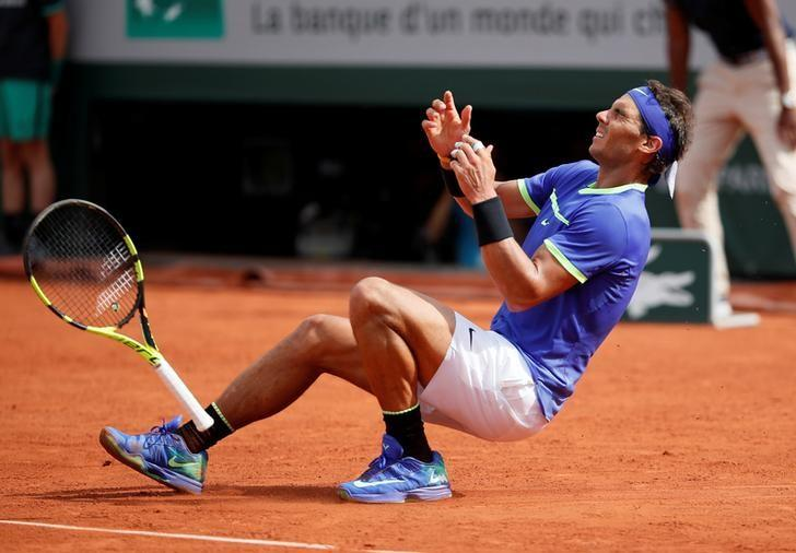 Tennis - French Open - Roland Garros, Paris, France - June 11, 2017   Spain's Rafael Nadal celebrates after winning the final against Switzerland's Stan Wawrinka   Reuters / Christian Hartmann     TPX IMAGES OF THE DAY