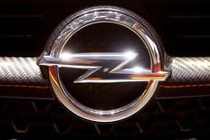 Karl-Thomas Neumann a démissionné de la présidence du directoire d'Opel et sera remplacé par l'actuel directeur financier Michael Lohscheller, a annoncé lundi le constructeur automobile en passe d'être racheté par Groupe PSA. /Photo prise le 7 mars 2017/REUTERS/Arnd Wiegmann