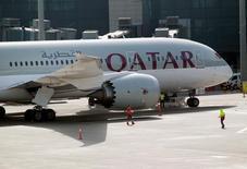 Les Nations unies devraient déclarer illégales les mesures prises par les pays du Golfe de fermeture du trafic aérien avec le Qatar, a déclaré le directeur général de Qatar Airways, dans des commentaires à la chaîne CNN rendus publics lundi. /Photo prise le 7 juin 2017/REUTERS/Naseem Zeitoon