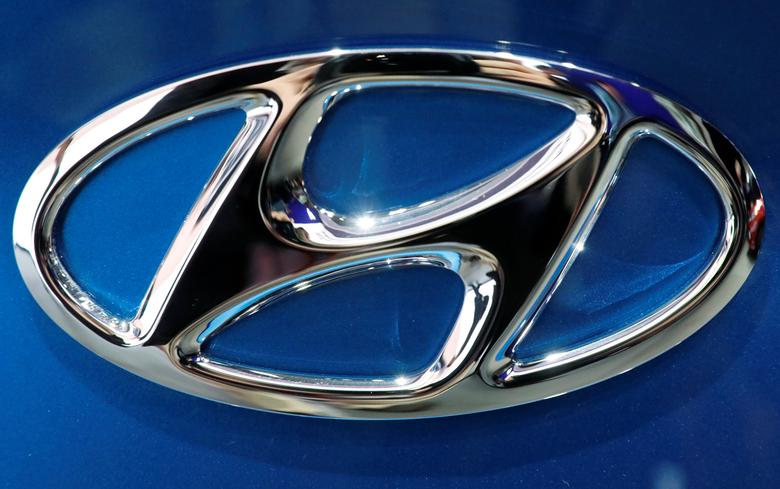 FILE PHOTO: The Hyundai logo is seen at the 2017 New York International Auto Show in New York City, U.S. April 12, 2017. REUTERS/Brendan Mcdermid/File Photo