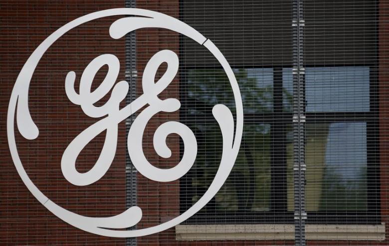 资料图片:2014年4月,美国通用电气公司标识。REUTERS/Vincent Kessler