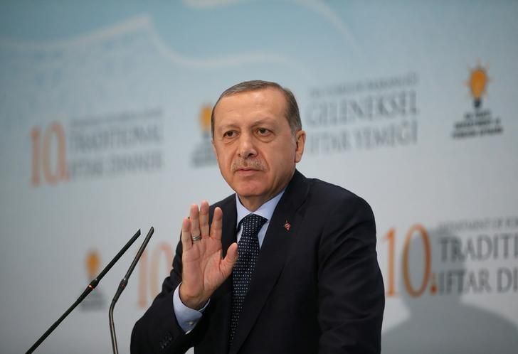 Turkish President Tayyip Erdogan makes a speech during a fast-breaking iftar dinner in Ankara, Turkey, June 6, 2017. Picture taken June 6, 2017. Yasin Bulbul/Presidential Palace/Handout via REUTERS