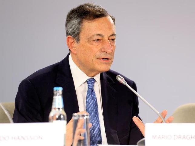 6月13日、ショイブレ独財務相は、欧州中央銀行(ECB)のドラギ総裁(写真)の後任人事を巡って議論するのは有害かつ不適切だとの認識を示した。8日撮影(2017年 ロイター/Ints Kalnins)