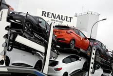 Les banquiers de l'alliance Renault-Nissan ont élaboré un projet permettant de verser des millions d'euros de bonus annuels supplémentaires au PDG Carlos Ghosn et à d'autres dirigeants. /Photo prise le 23 février 2017/REUTERS/Benoit Tessier