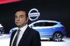 Les banquiers de l'alliance Renault-Nissan ont élaboré un projet permettant de verser des millions d'euros de bonus annuels supplémentaires au PDG Carlos Ghosn (photo) et à d'autres dirigeants via une société de service créée spécialement pour l'occasion, selon des documents vus par Reuters. /Photo prise le 7 mars 2017/REUTERS/Denis Balibouse