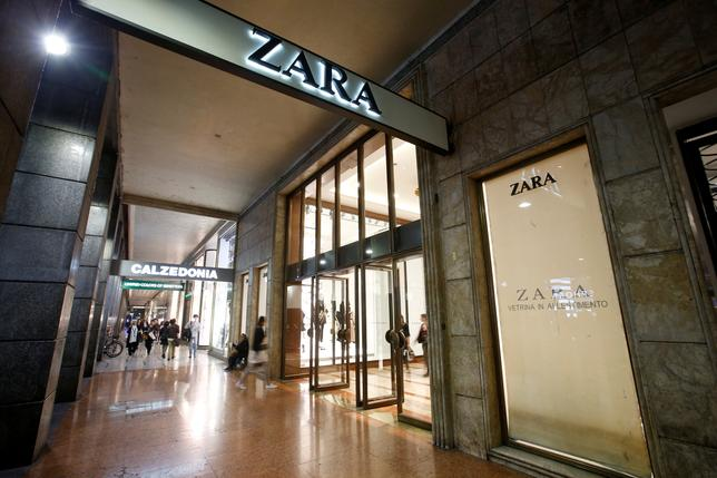 FILE PHOTO: People are seen outside of an Inditex owned Zara store in Milan, Italy, March 30, 2017. REUTERS/Alessandro Garofalo/File Photo
