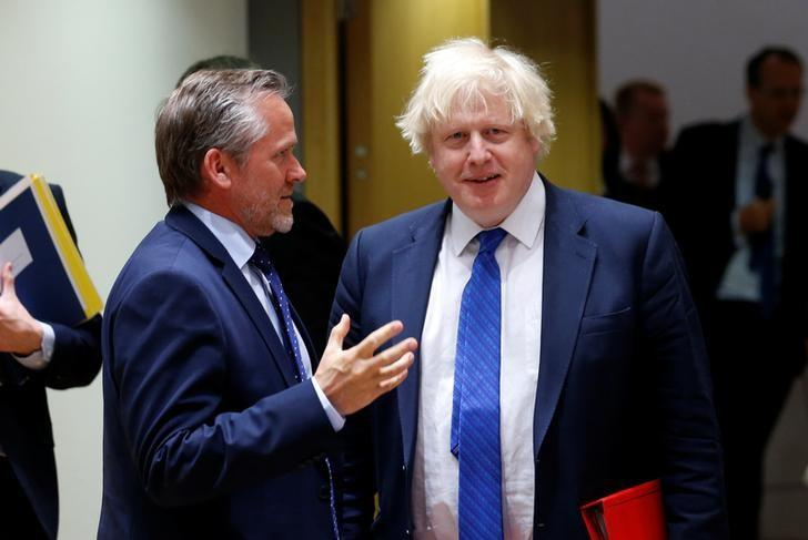 Danish Foreign Minister Anders Samuelsen and Britain's Foreign Secretary Boris Johnson (R) attend a European Union foreign ministers meeting in Brussels, Belgium May 15, 2017. REUTERS/Francois Lenoir