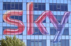 La filiale italienne de Sky, le géant britannique de la télévision payante, a remporté l'appel d'offres pour les droits de retransmission de la Ligue des champions à partir de 2018, infligeant ainsi un nouveau revers au titulaire actuel Mediaset. /Photo d'archives/REUTERS/Stefano Rellandini