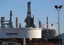 FILE PHOTO: A Suncor refinery is seen in Sherwood Park, near Edmonton, Alberta, Canada November 13, 2016. REUTERS/Chris Helgren