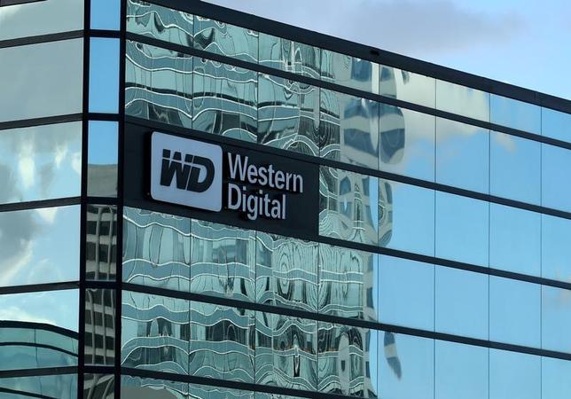 6月15日、米ウエスタンデジタル(WD)は、東芝との半導体合弁事業の売却の暫定差し止めを求めてカリフォルニア州地裁に提訴したと発表した。写真はWDのオフィスビル。同州で1月撮影(2017年 ロイター/Mike Blake)