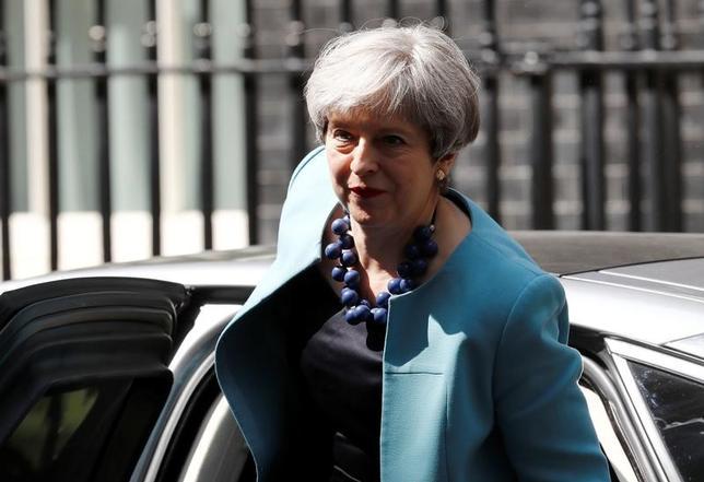 6月15日、英通信社プレス・アソシエーションは英議会が6月21日に開会すると報じた。写真は同国のメイ首相。14日撮影(2017年 ロイター/Peter Nicholls)