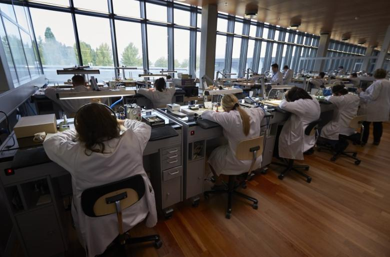 Vacheron Constantin watchmakers work on calibres in the company workshop in Plan-les-Ouates near Geneva October 14, 2014. REUTERS/Denis Balibouse/files