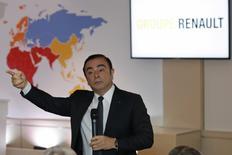 Le projet d'un montage visant à verser des bonus aux dirigeants de Renault-Nissan via une nouvelle société est une proposition émanant d'un consultant externe qui n'est pas près d'être mise en oeuvre par l'alliance, a déclaré jeudi Carlos Ghosn. /Photo d'archives/REUTERS/Philippe Wojazer