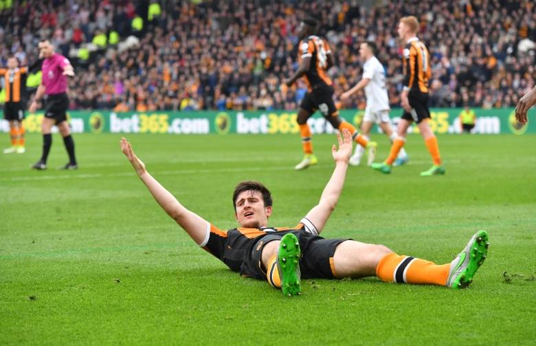 Britain Soccer Football - Hull City v Sunderland - Premier League - The Kingston Communications Stadium - 6/5/17 Hull City's Harry Maguire gesture as he appeals  Reuters / Anthony Devlin Livepic