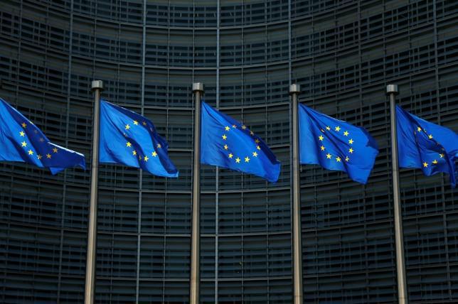 6月15日、米ワシントンに拠点を置く調査機関ピュー・リサーチ・センターが15日公表した調査によると、欧州では英国の欧州連合(EU)離脱が決定した1年前と比べて、EUに対する見方が大きく改善している。写真はブリュッセルのEU本部前で14日撮影(2017年 ロイター/Francois Lenoir)