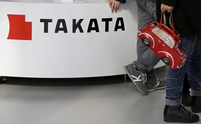 6月16日、タカタ株は終日売買停止となった。欠陥エアバッグの大規模リコール(回収・無償修理)問題で経営が悪化している同社が民事再生法の適用を東京地裁に申請する方向で準備に入ったとの報道に関し、東京証券取引所は同社株の売買を午前8時20分から停止。午後3時現在も、同社から報道に関する開示はなく、売買停止のままとなった。写真は都内で昨年2月撮影(2017年 ロイター/Toru Hanai)