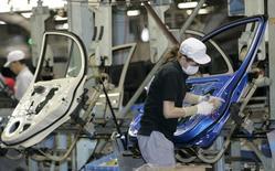 L'Union européenne est prête à supprimer l'essentiel de ses taxes à l'importation sur les équipements automobiles japonais dès l'entrée en vigueur d'un accord commercial en cours de négociations avec le Japon, rapporte vendredi le journal Nikkei. /Photo d'archives/REUTERS/Kim Kyung-Hoon
