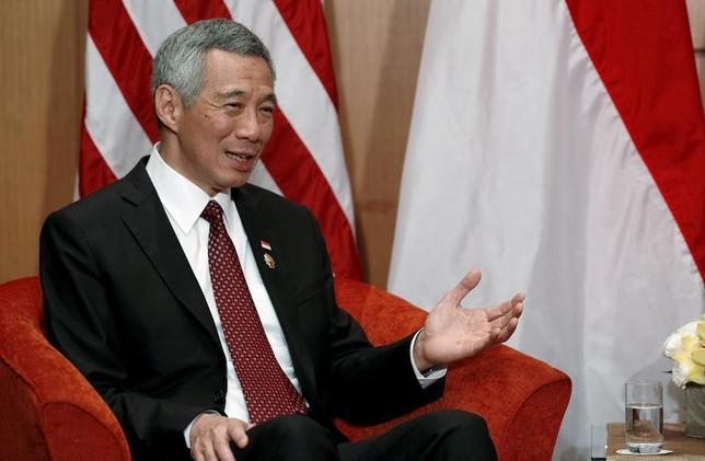 6月16日、シンガポールの初代首相で「建国の父」と敬われたリー・クアンユー氏の遺言を巡り、リー・シェンロン首相が弟や妹と激しく対立している問題で、リー首相は遺言の作成に関して大きな問題があると明らかにした。2015年11月撮影(2017年 ロイター/Jonathan Ernst)