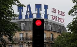 Les organisations syndicales de Tati ont accepté vendredi de signer le plan social de cinq millions d'euros proposé par leur direction, les repreneurs potentiels et l'actionnaire majoritaire. /Photo d'archives/REUTERS/Christian Hartmann