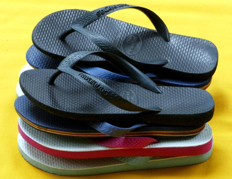 FILE PHOTO: Pairs of Brazilian popular Havaianas brand sandals are displayed in Sao Paulo, March 18, 2003.  REUTERS/Paulo Whitaker/File Photo
