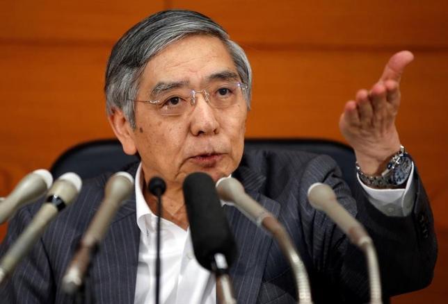 6月16日、黒田東彦日銀総裁(写真)の会見は、見る人によって受け止め方がかなり異なったようだ。市場との対話がうまくいっていないとの感想や、出口戦略に関する情報は「ゼロ回答」の見方もあったが、詳しく見るといくつかのヒントも示したと思う。キーワードは「バランスシートの規模」だ(2017年 ロイター/Toru Hanai)